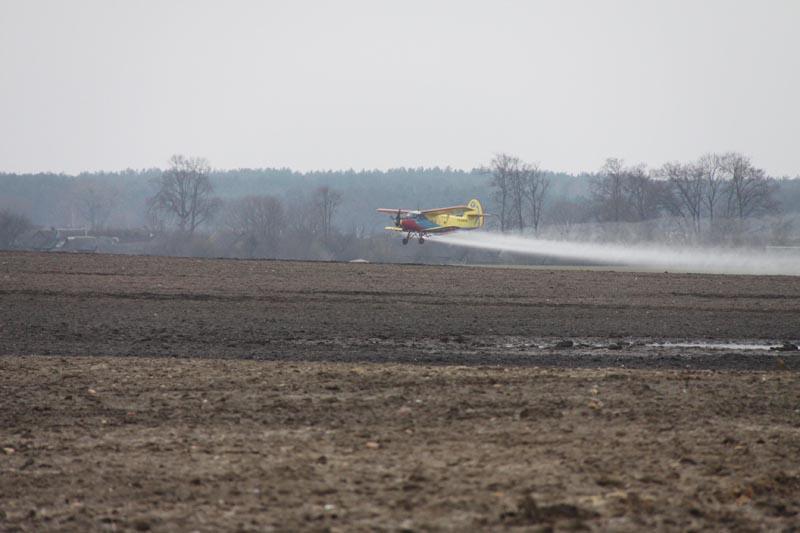 На помощь колхозникам пришли авиаторы