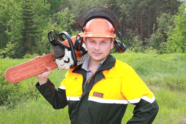 Лучшим вальщиком леса признан работник Березовского лесозаготовительного участка