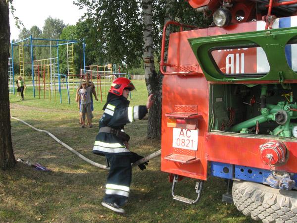Пружанские пожарные провели учения со школьниками