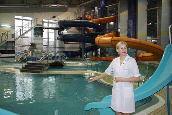 Медицинские работники развеяли мифы о купании в бассейне, но напомнили правила