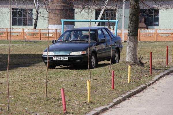 Новые Засимовичи: реально ли парковаться по правилам?