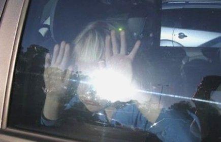 Ребенок заперт в машине_450