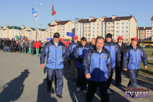 Каманды парадам прайшліся па плошчы ля Воднага палаца