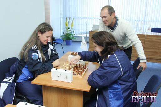 Спаборнічаюць шахматысткі