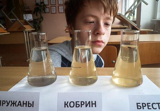 Ученик СШ №5 Влад Попко исследовал качество воды в Мухавце и получил диплом областной конференции
