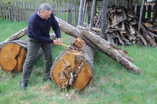 Анатолий Турков работает над скульпт Тарасюка