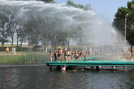 Службы спасения провели на Пружанском озере показательные выступления