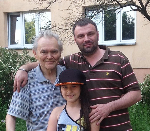 Васіль Сёмуха з сынам і ўнучкай