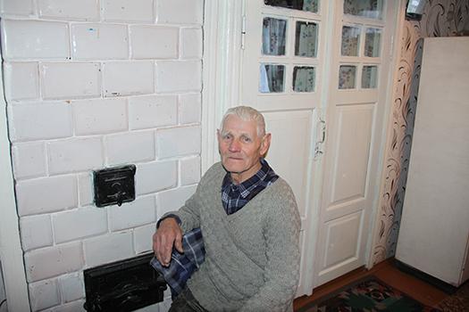 86-летний печник дядька Лёша: «Тяжело уже, но печь еще сложу»