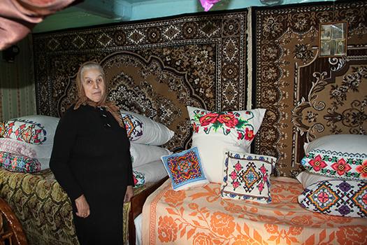 Подруги-мастерицы из Лихосельцев вяжут, вышивают и ткут уникальные вещи