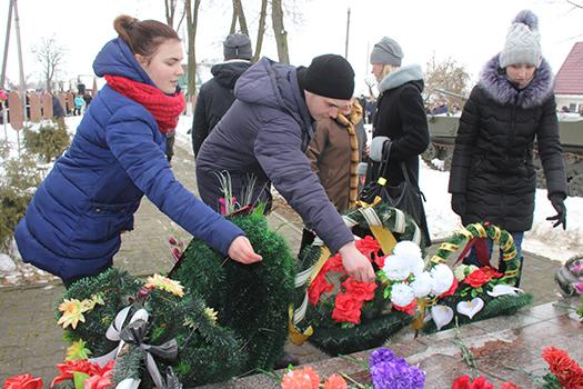 Ко Дню памяти воинов-интернационалистов возложили цветы к памятнику и провели митинг