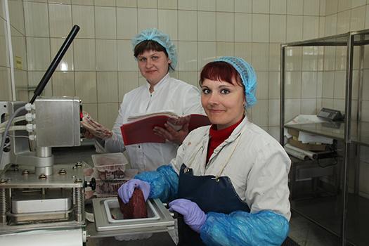 Мал золотник, да дорог. Цех мясных полуфабрикатов комбината кооперативной промышленности ежемесячно поставляет в торговлю 22 тонны продукции