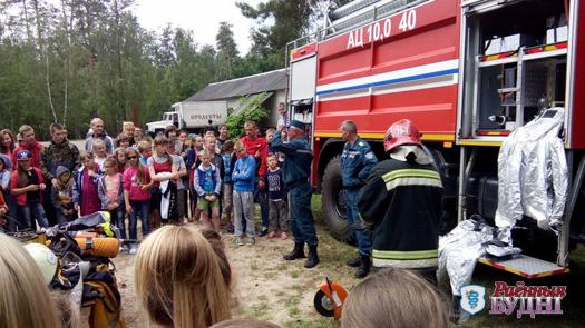 Пожарные провели мастер-класс для детей в лагере «Дубок»