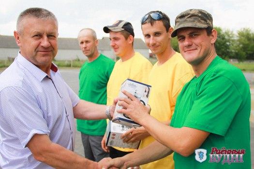 Коллектив «КЗСВ-40» из ОАО «Великосельское Агро» первым в районе доработал тысячу тонн зерна