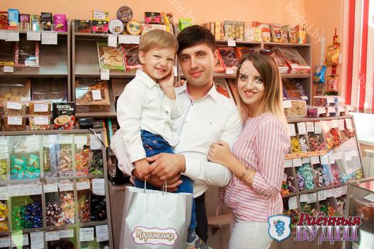 Магазин «Карамелька» поздравил победителя фотоконкурса