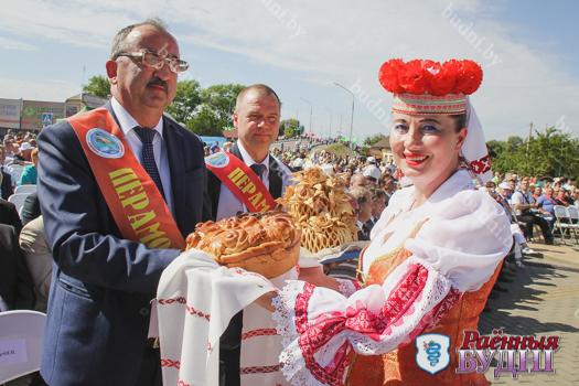 В Давид-Городке наградили лучших тружеников села. Областные «Дожинки-2019» пройдут в Ружанах