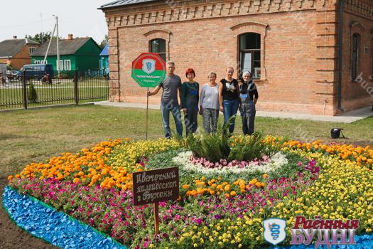 Фотофакт: вот такую клумбу создали пружанские цветоводы в Давид-Городке