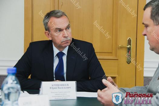 Восемь пружанцев пришли со своими проблемами на прием к представителю Администрации Президента РБ Юрию Кривошееву