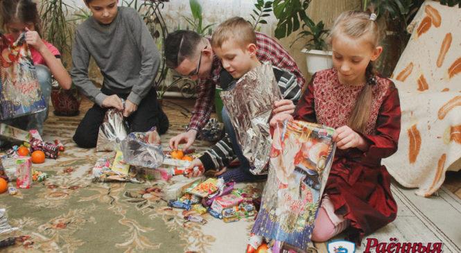 В рамках новогодней акции «Наши дети» руководство района поздравило ребят из детского дома семейного типа в Ружанах