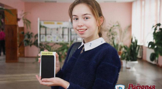Восьмиклассница собрала больше тонны макулатуры и получила смартфон