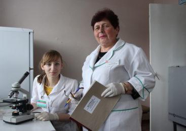 Они идут в авангарде Шерешевской больницы и изучают микромир в пробирках