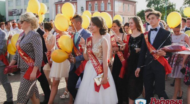 Общегородской выпускной собрал 148 выпускников