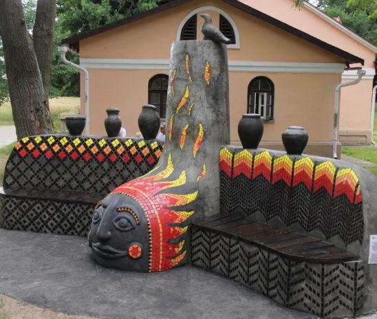 В пружанском парке открыли памятную скамью в честь Антона Токаревского