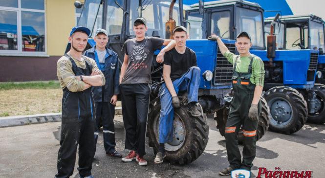 На заработки  — шагом марш! В хозяйства района  отправились студенческие отряды