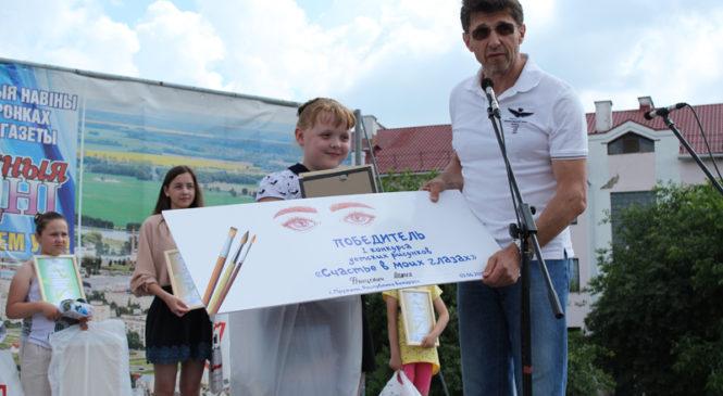 Победительница конкурса рисунка «Счастье в моих глазах» Алина Францевич получила сертификат на поездку в Москву