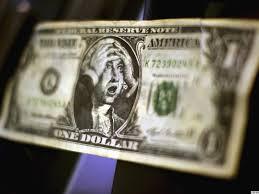 Пенсионерка нашла в вещах умершего мужа валюту. Одна из купюр оказалась подделкой