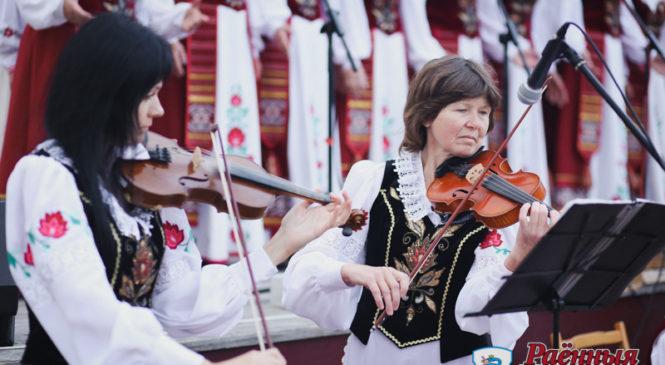 Песни, танцы, стихи и… спортивные соревнования. В Пружанах отпраздновали День Независимости