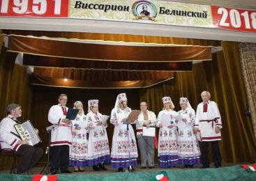Беларус, які нарадзіўся ў Аргенціне, прыехаў з дачкой на радзіму продкаў і расказаў, як за акіянам беларускую культуру захоўваюць