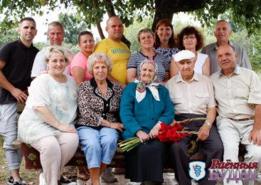 «Она лучшая мама на свете!». Жительница Поддубно Валентина Грищук отметила 95-летие
