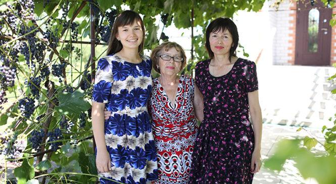 Профессиональные династии: в Шерешевской школе бабушка, мама и дочка детей учат