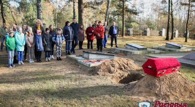 На военном кладбище в Слобудке перезахоронили останки красноармейцев, погибших во время Великой Отечественной войны