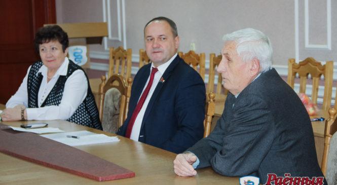 Пять жителей района обратились к депутату Леониду Качине во время его визита в Пружаны