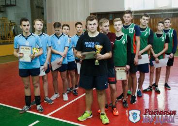Завершилось первенство города по волейболу. Сильнейшие волейболистки в СШ №3, волейболисты — в Линово