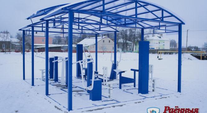 В Ружанах появились детская площадка и антивандальные тренажеры
