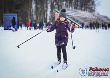 День снега в Пружанах отметили лыжной гонкой