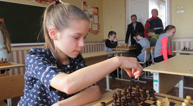 Более 60 учеников района приняли участие в соревнованиях по шашкам и шахматам