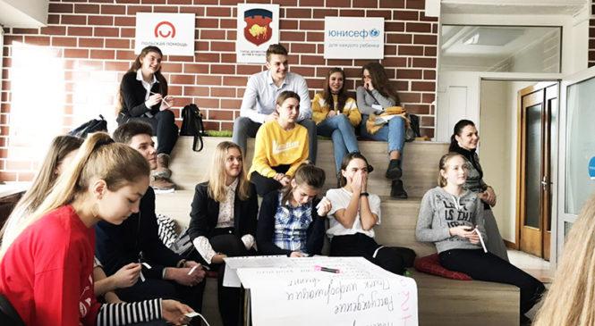 Две гимназистки приняли участие в Зимней академии общественных объединений