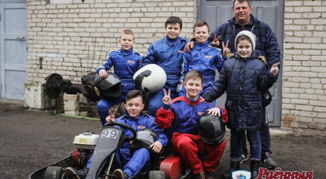 10 юных гонщиков открыли сезон и готовятся к соревнованиям