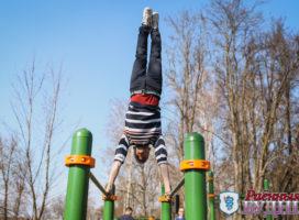 Новая воркаут площадка уже собирает любителей тренировок на открытом воздухе
