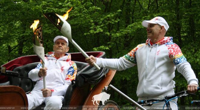 Заслуженный лесовод Евгений Лукша пронес «Пламя мира» ІІ Европейских игр по Беловежской пуще