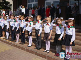 В День Государственного герба и Государственного флага ученики СШ №3 стали пионерами