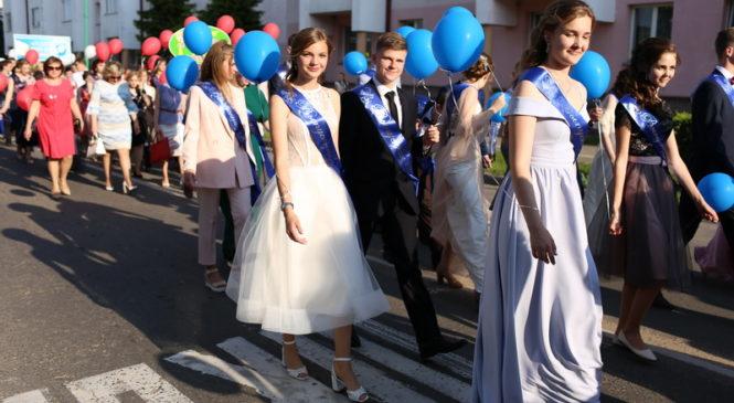 Выпуск — 2019: городской бал собрал 150 юношей и девушек!