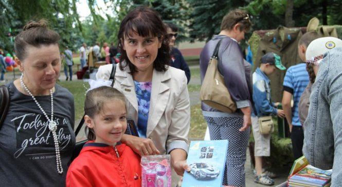 Игры, танцы и белые журавлики… Библиотекари района отметили День Независимости