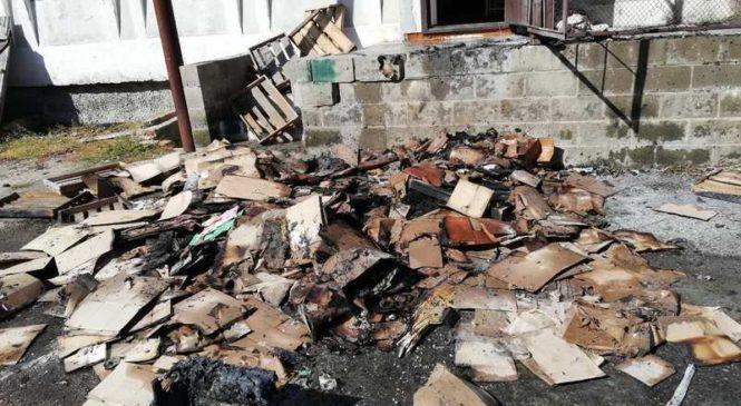 В Хореве из-за горения мусора повреждена рампа   магазина