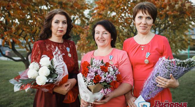 Три жительницы района награждены орденом Матери