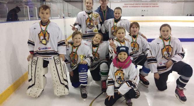 Сборная девочек выиграла хоккейный турнир в Пружанах
